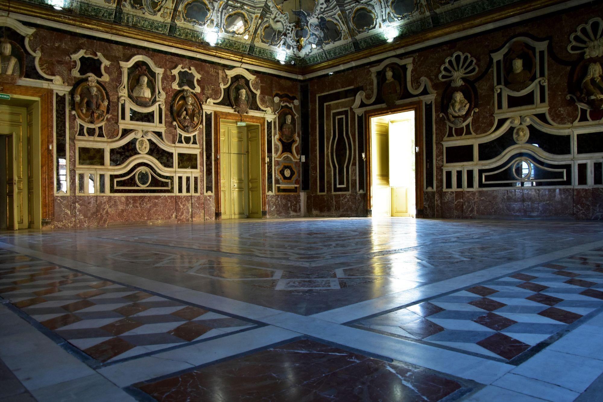 VILLA PALAGONIA: conturbante gioiello barocco